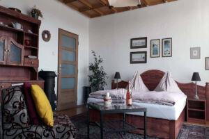 Pokoj se čtyřmi lůžky v domě