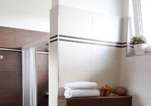 Koupelna v apartmá v domě