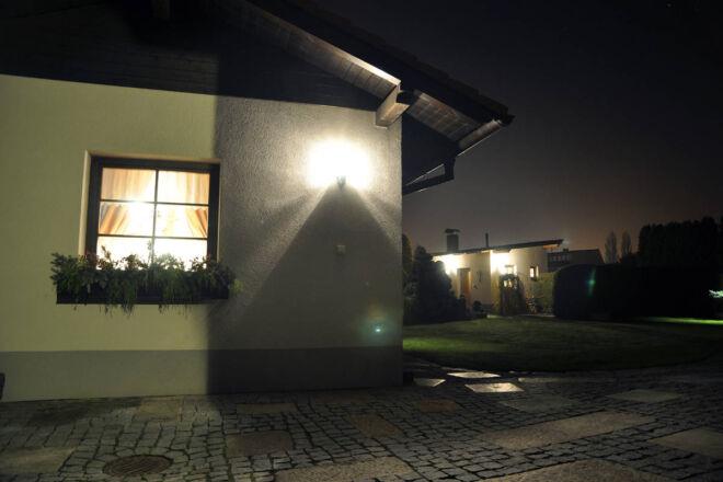 Osvětlené domky u pensionu, A-pension