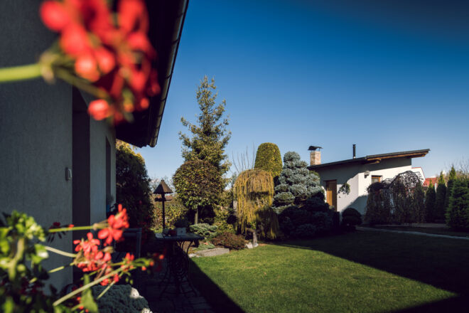 Pohled do zahrady, A-pension